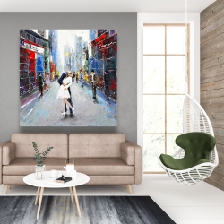 Canvas 48 x 48 - Couple kissing on the street