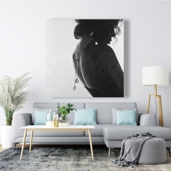 Canvas 48 x 48 - Chic woman with jewels