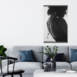 Magnetic 20 x 30 - Chic woman with jewels