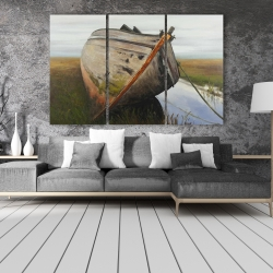Canvas 40 x 60 - Old abandoned boat in a swamp