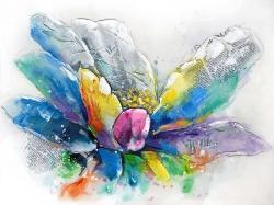 Fleur abstraite avec papier journal