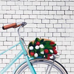 Bicyclette avec bouquet de tulipes