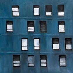 Building architecture with random windows