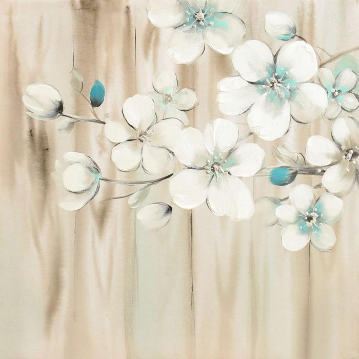 Fleurs blanches sur bois