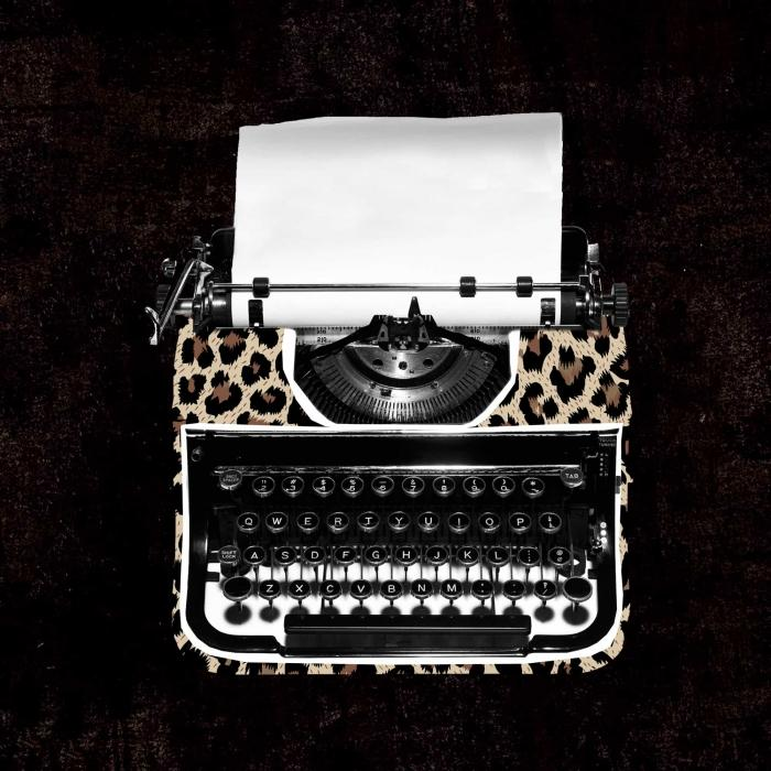 Machine à écrire à motif léopard