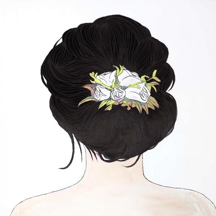 Fleurs dans les cheveux brun