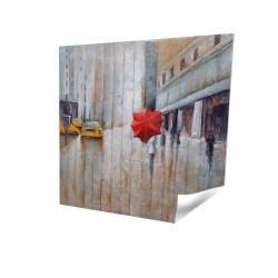 Parapluie rouge dans la rue