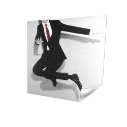 Homme classique sautant